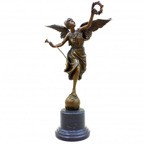Бронзовая статуэтка Ника с венком (малая). Бронза, Европа.
