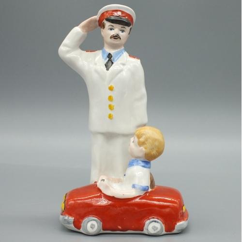 Милиционер Дядя Степа и мальчик на машинке