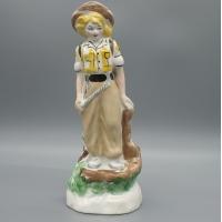 Фарфоровая статуэтка Девушка геолог альпинистка