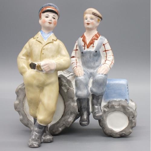 Фарфоровая статуэтка Трактористы