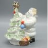 Фарфоровая статуэтка Ребенок украшает елку