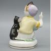 Фарфоровая статуэтка Мальчик играет с котом