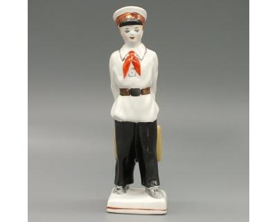 Фарфоровая статуэтка Гимназист
