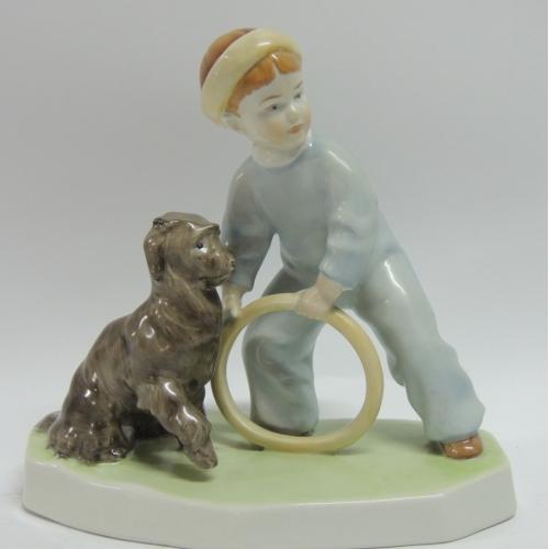 Фарфоровая статуэтка Композиция Мальчик С Обручем и Собакой Венгрия Zsolnay Pecs (Жолнаи), Венгрия 1930-е